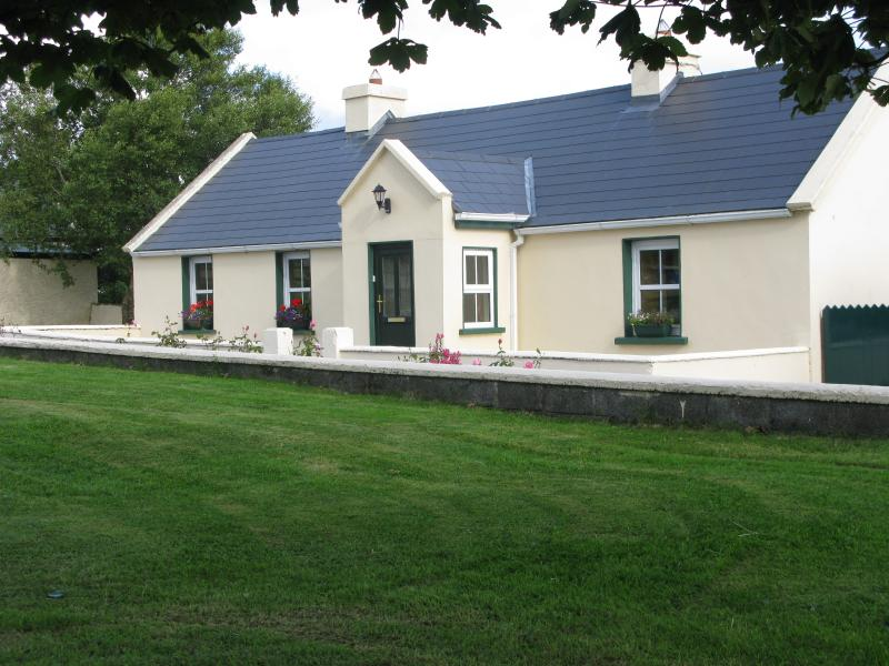 Old Farm Cottage, holiday rental in Collooney