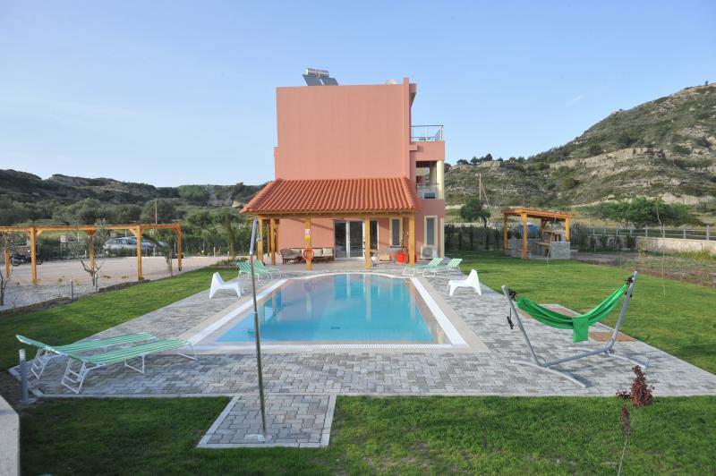 Villa Sephora with heated pool, holiday rental in Maritsa
