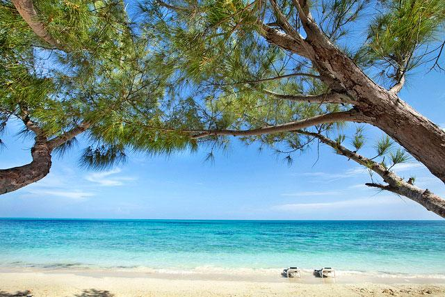 I love the beach,nice ,crystal clear beautiful ,so relaxing,Viva here we com Staffs learn your name