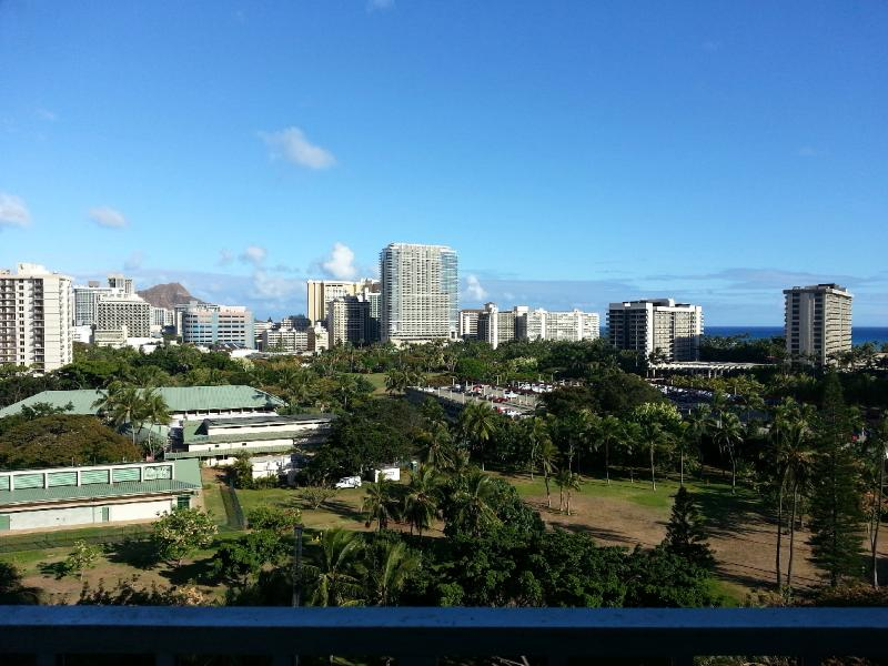 Panoramic view of the Ocean and the Diamond Head either from Lanai or from the bed