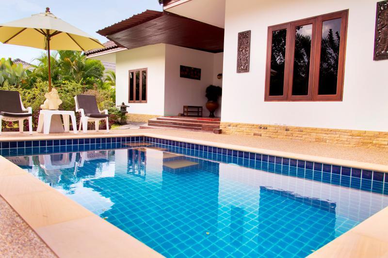 Banburi Villa I -Private Pool (2 bedrooms), holiday rental in Pak Nam