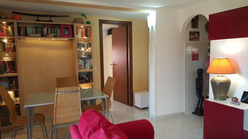Attico in villa nel verde ideale per il relax!, location de vacances à Pavona
