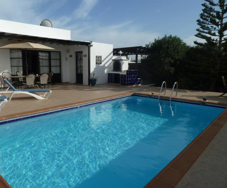 Villa Ripley, 3 bedrooms, private pool, free wi fi, vacation rental in Playa Blanca