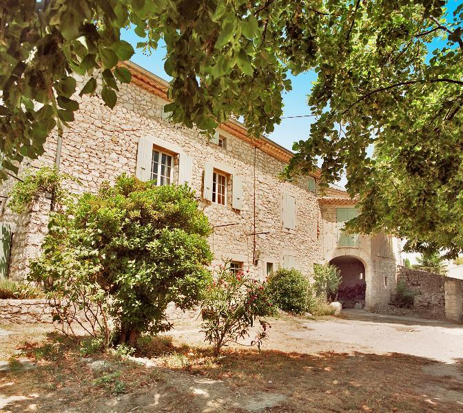 Maison Nestor Bes pisc privée chauffée 18 pers 7chb 4sdb belle vue, location de vacances à Valaurie