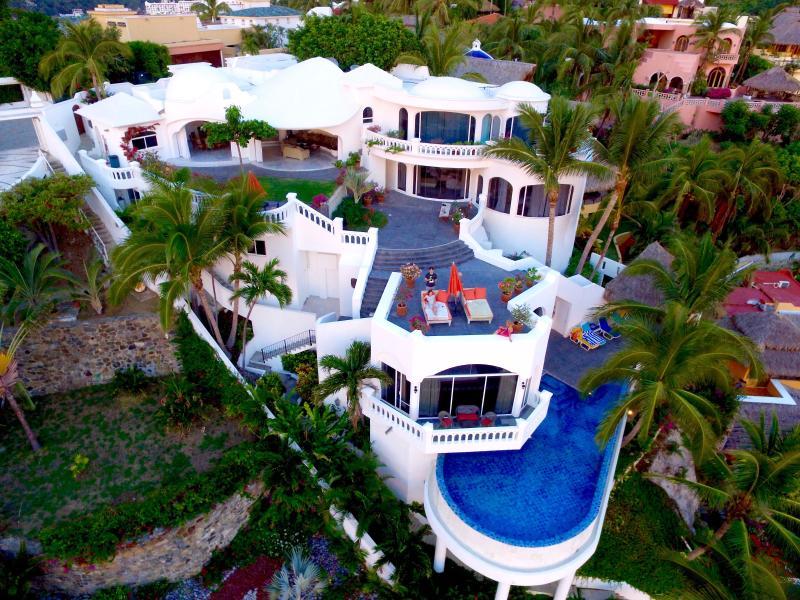 Beachfront Villa in La Punta, Manzanillo, Mexico, holiday rental in Manzanillo