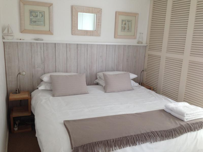Bedroom with king size bed or 2 X single beds