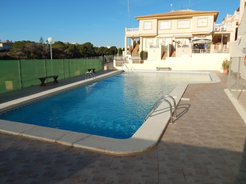 Playa flamenca orihuela Costa beautiful groundfloor appartement, aluguéis de temporada em Orihuela Costa