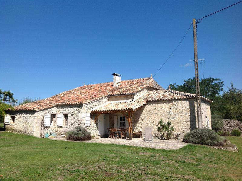 Cottage On The Outskirts Of Pardaillon Nr Duras, vacation rental in Cours-De-Monsegur