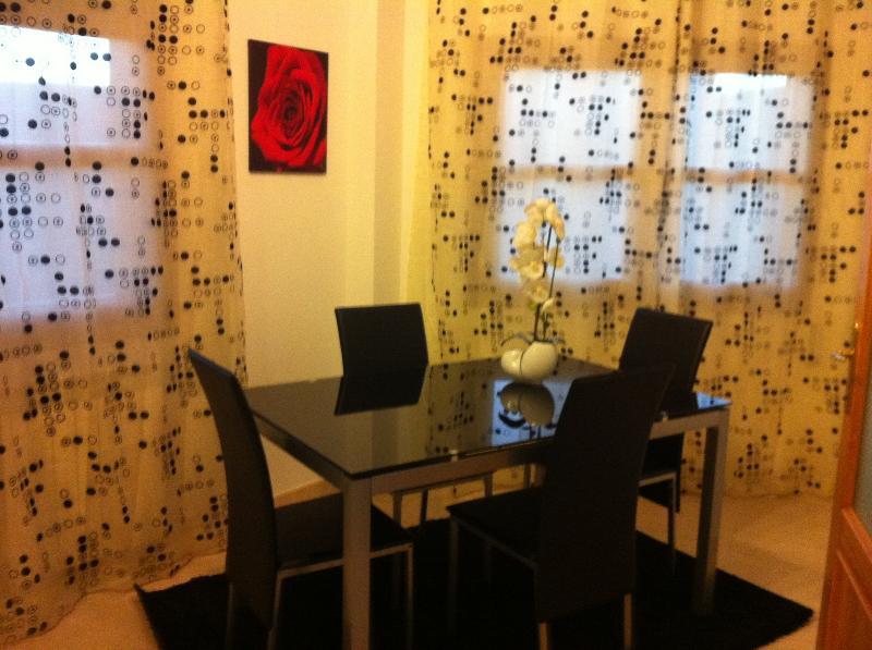 Alquilo piso coqueto y acogedor, location de vacances à Ainzon