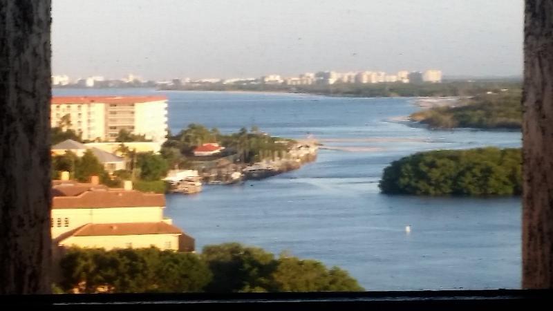 Atemberaubende Aussichten auf das Meer und die Bucht