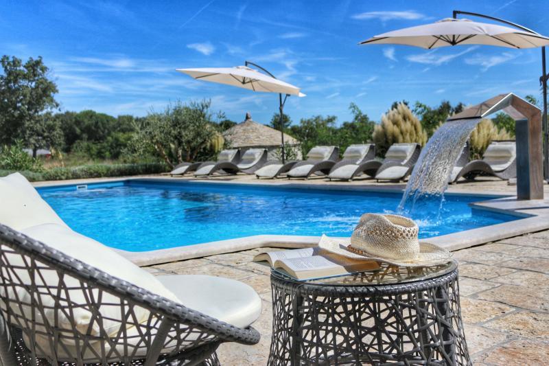 Fabulous villa Stella with private pool near Poreč, aluguéis de temporada em Fabci
