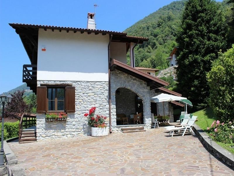 Stupenda villa di montagna immersa nel verde, vacation rental in Schignano
