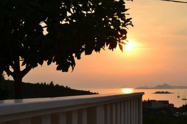 Luxury sea-view family apartment 3., alquiler de vacaciones en Cavtat