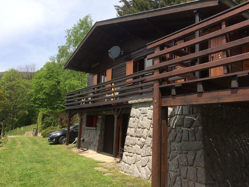 Grand chalet de montagne, vue panoramique, eau de source, sauna, en ALSACE, holiday rental in Sondernach