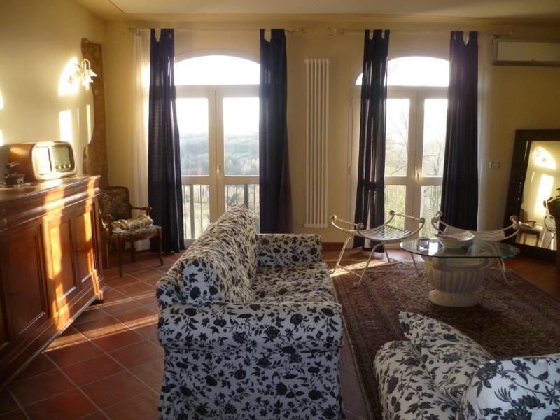 Appartamento con vista panoramica delle colline to, vacation rental in La Capannina