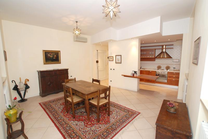 Borgonuovo Central Suites, location de vacances à Santa Maria Maddalena