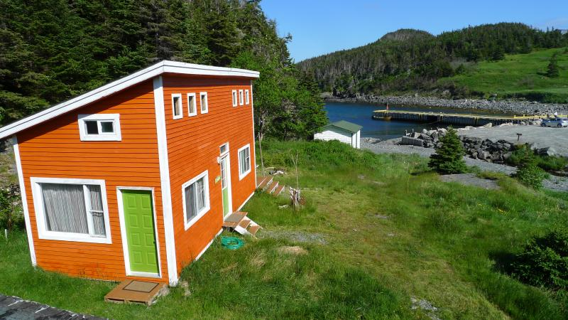 EAST  COAST NEWFOUNDLAND CABIN BY THE SEA, holiday rental in Witless Bay