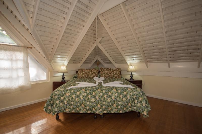 # 2 dormitorios totalmente .. ac con televisión por cable