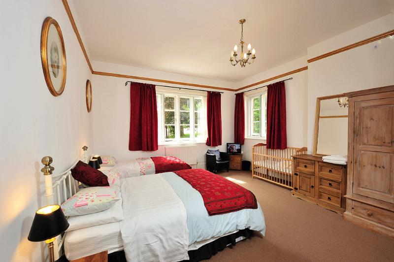 Spacious apartment in Oxfordshire, location de vacances à Hampstead Norreys