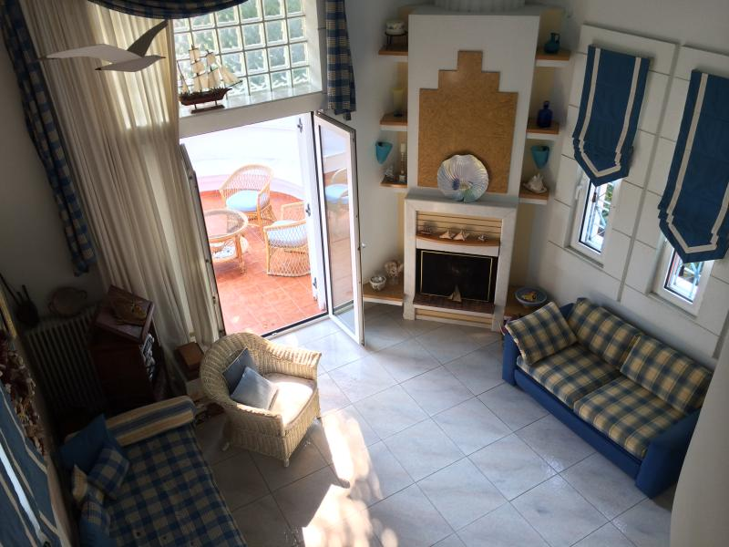 Modern Home Among Sea and Mountains, vacation rental in Skotina
