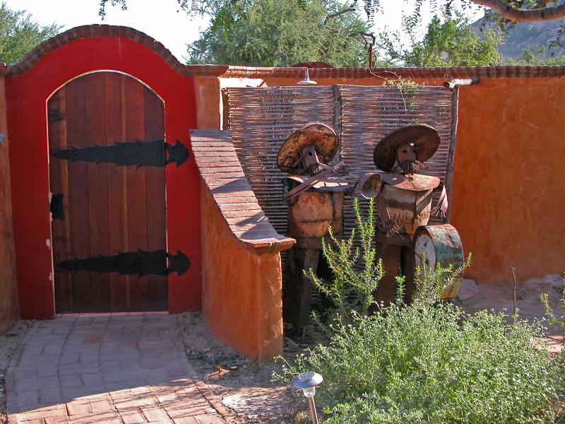 Outdoor Shower behind mariachi sculptures