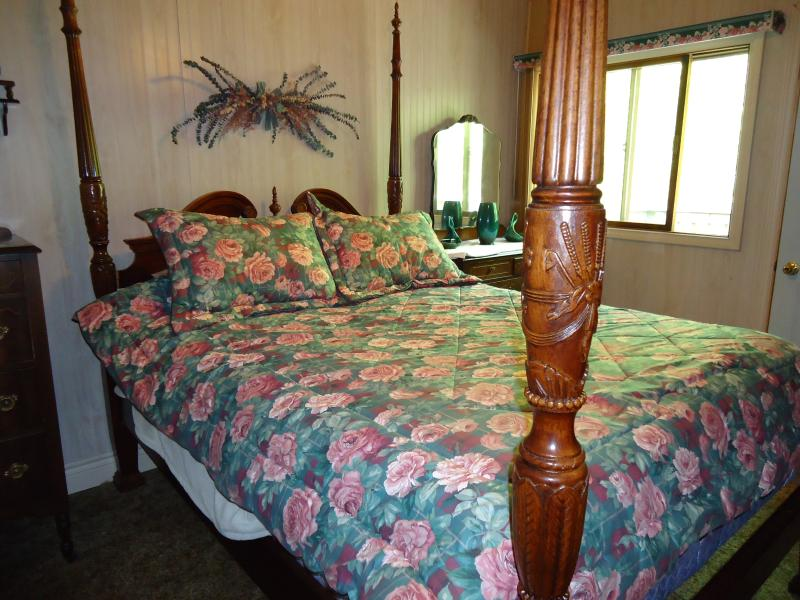 Master Bedroom with Queen poster bed