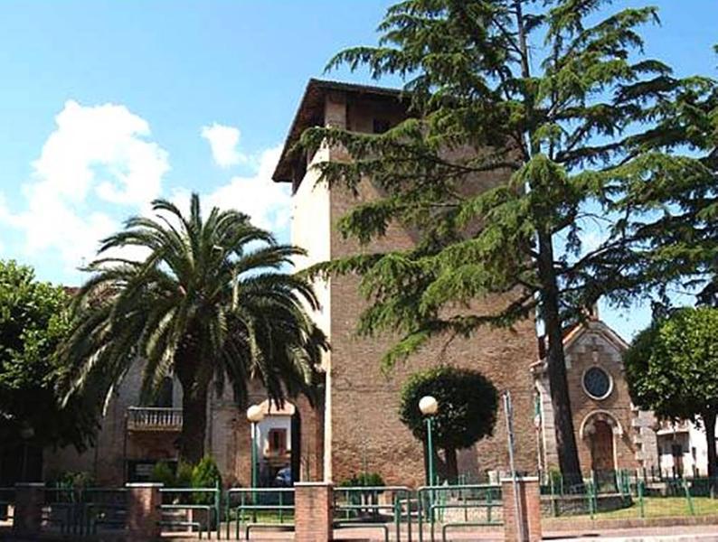 Historische Cepagatti centrum- met park voor een wandelvakantie