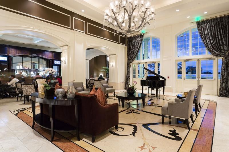 Bar y sala de estar en el Grande