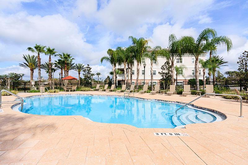 Cabana Court Pool 650 meter bort