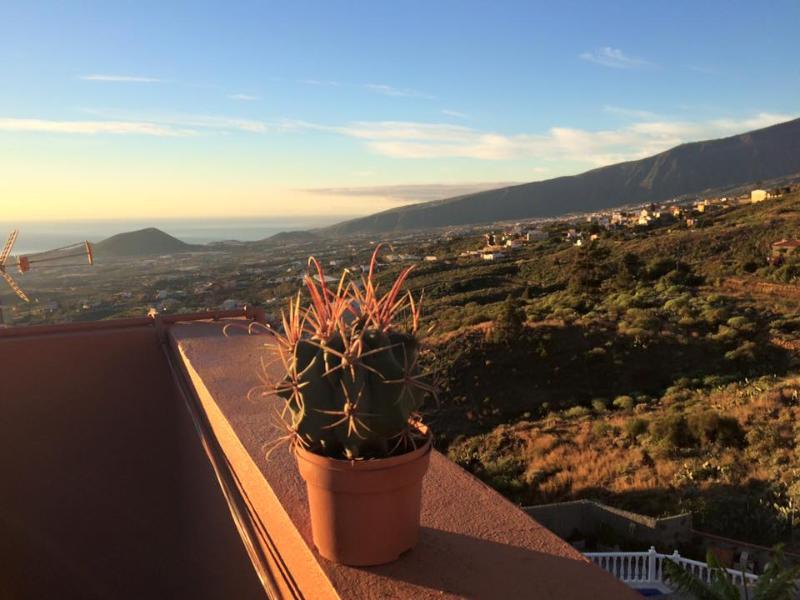 Vacacional home Casa de Colores en pueblo a 5 minutos de la costa y el monte, vacation rental in Candelaria