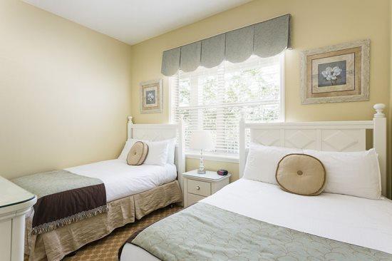 De kinderen zullen heerlijk slapen in deze kamer met twee aparte bedden
