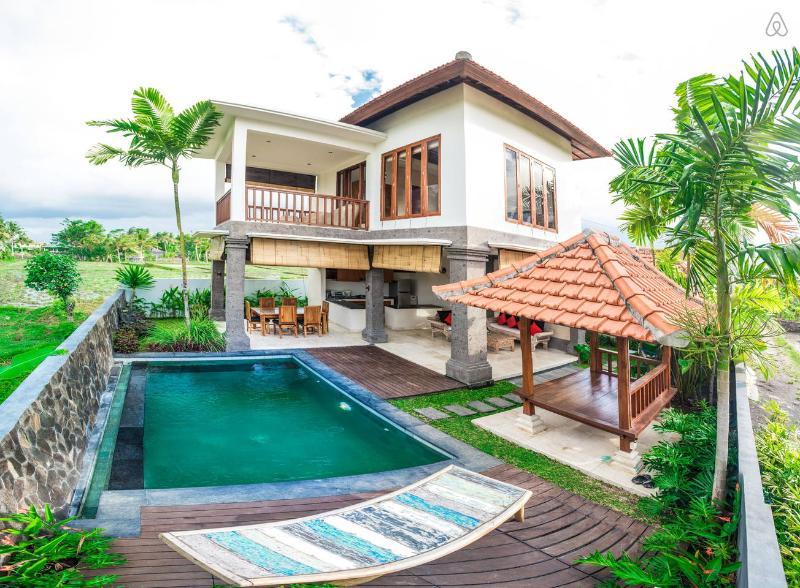 '50% OFF' 2 BR Villa Julia, stunning, with Padi field view, holiday rental in Bedulu
