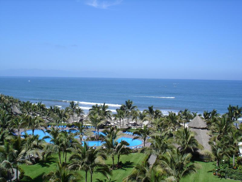 Playa Royale Tower 3 fabulous ocean views/sunset views; Free pools in garden area near beach gate
