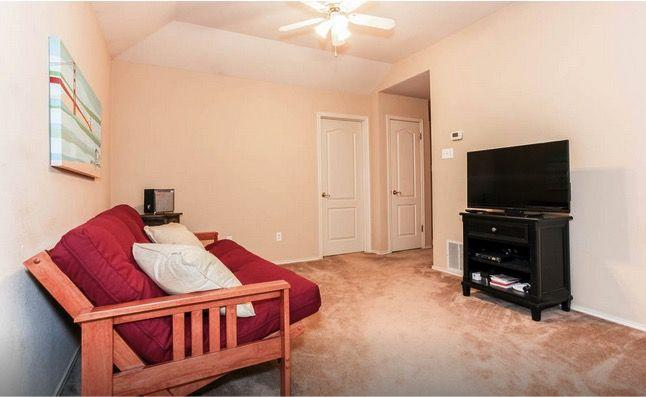 Incredibly Spacious 4 BR New Home, holiday rental in Buda