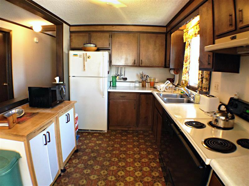 Cook some fresh lobster in this fully equipped kitchen!