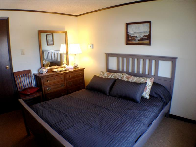 Get a good night's sleep on the queen-sized bed in the master bedroom 'Sand Room'