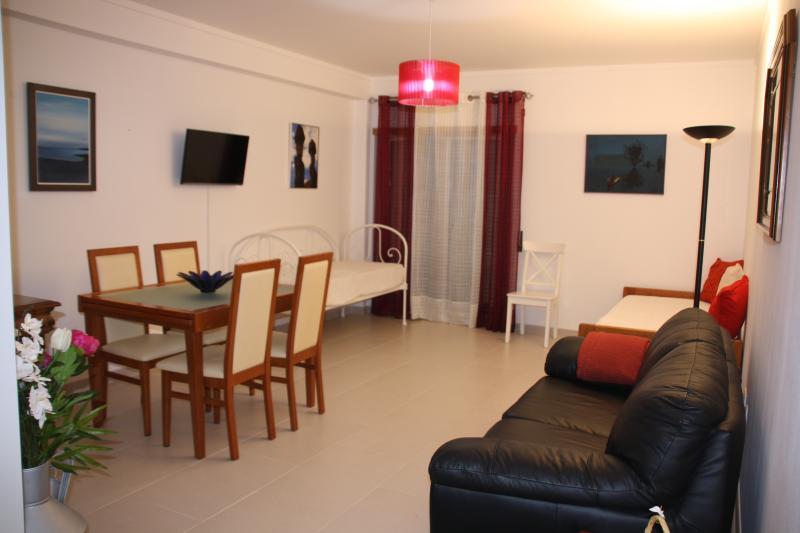T1 Espaçoso e Luminoso c/ Parqueamento, holiday rental in Vila Real de Santo Antonio
