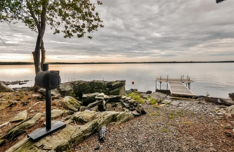 Lakefront Location | Private Dock | Fire Pit | BBQ Grills | Picnic Area