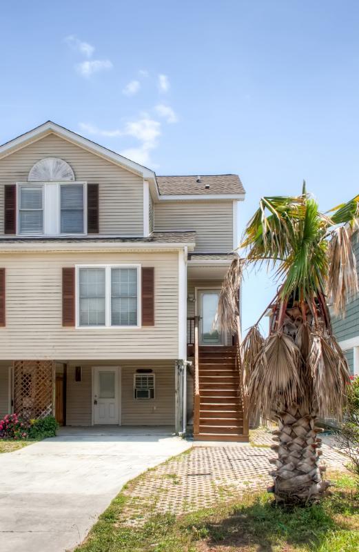 Te va a encantar esta fantástica casa de pueblo Kure Beach, ubicado a pocas cuadras de la playa!