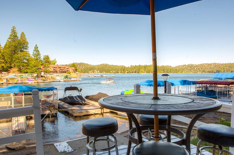 Waterfront Lake Arrowhead House w/ Hot Tub & Deck!, vacation rental in Lake Arrowhead