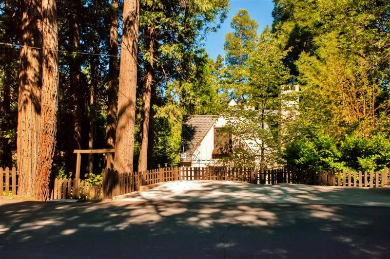 Welcome to your Lake Arrowhead, California home-away-from-home!