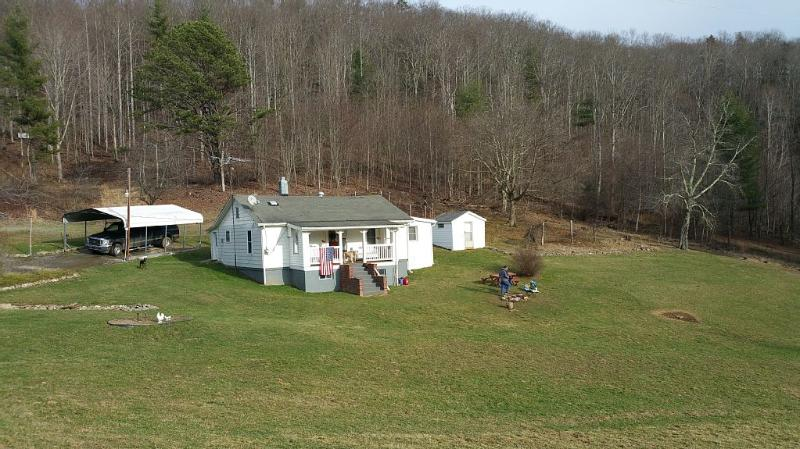 Restrictions Lifted!!  Change your views & relax!, holiday rental in Grassy Creek