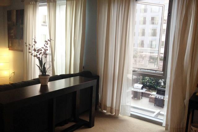 Gaslamp City Square! This unit is located in the heart of San Diego's famous Gaslamp Quarter. Very s