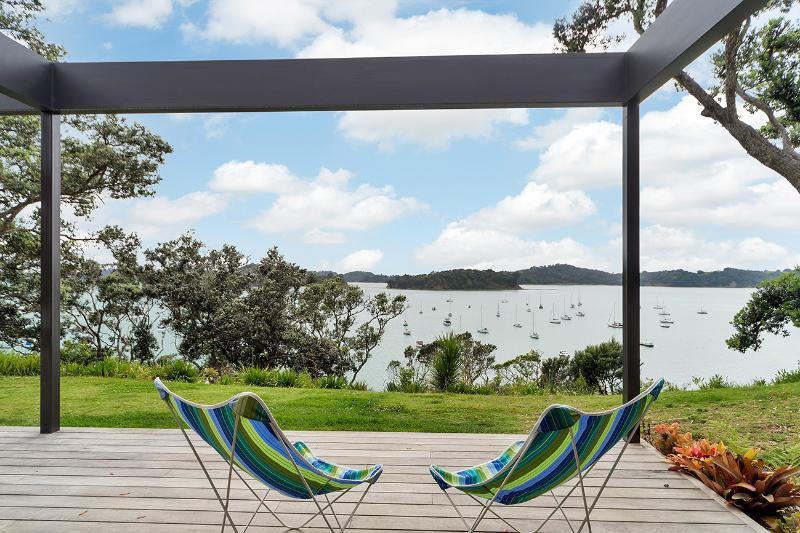 Jamieson Bay - Spectacular Views - all that is 'perfect' about New Zealand