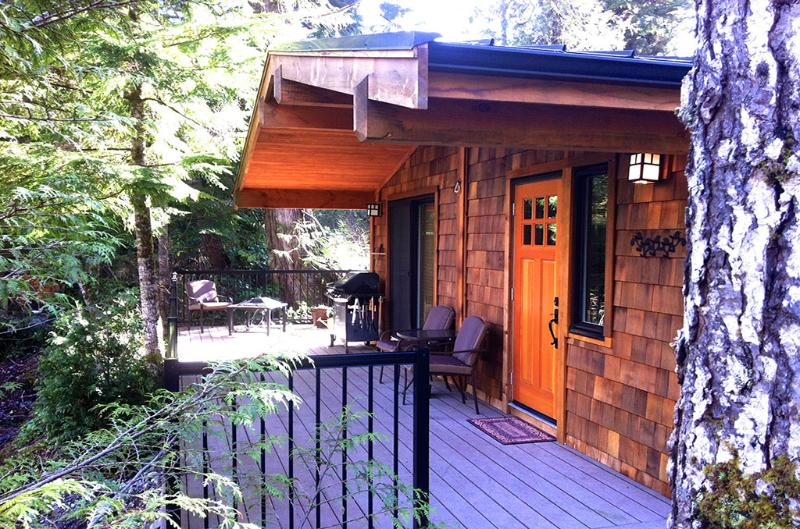 #21 Chateau de Gino / 1BR / No Pet, holiday rental in Port Renfrew
