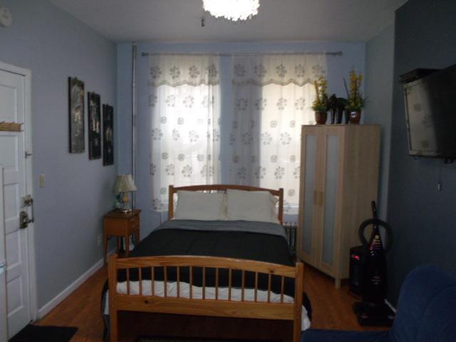 Studio mit IKEA-Bett