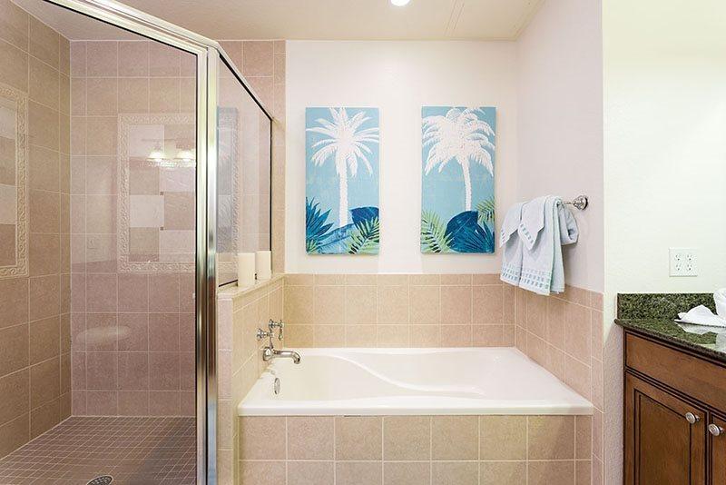 Master en suite con amplia cabina de ducha