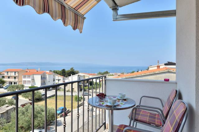 seaview evan from your bed modern ,fully equipped studio for 2-3 people 3 minutes walk from beach