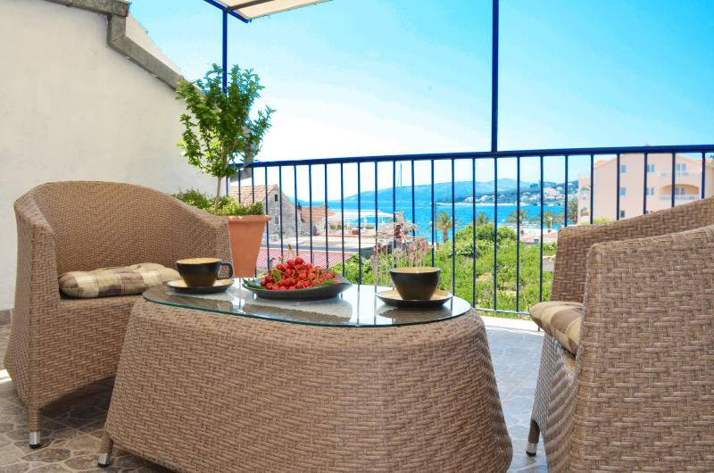 The Villa Marini Dvori is beautiful and casy Dalmatian house.It's got a fantastic view of the sea.