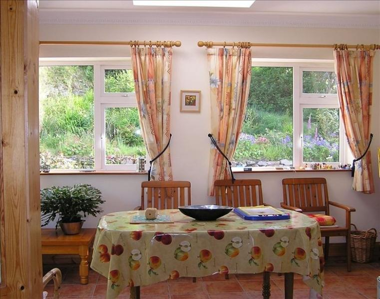 WARM SOUTH-FACING SUNROOM-PERFECT FOR BREAKFAST OR TEA